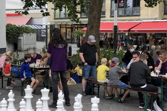 1.300 € Spendengelder vom Schachklub Troisdorf für Flutopfer eingesammelt